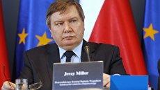 Глава МВД Польши Ежи Миллер во время комиссии по расследованию катастрофы самолета польского президента