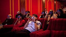 Президент США Барак Обама с женой Мишель во время просмотра 3D фильма. Архивное фото