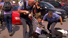 Полиция жестко задержала участников флешмоба в защиту Химкинского леса