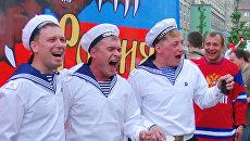 Фанаты на ЧМ по хоккею спели о любви к России