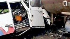Водитель автобуса говорил по мобильному, когда врезался в автоцистерну