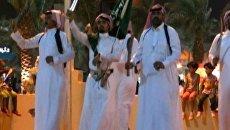 Бедуины танцуют, а поэты соревнуются на фестивале в Саудовской Аравии