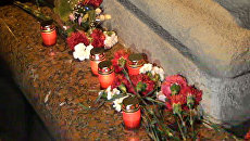 К месту взрыва в минском метро всю ночь приносили цветы и свечи