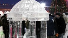 Сказочные фигуры из снега и льда украсили главную площадь Костромы
