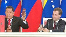 Чавес привез Медведеву шоколадку и банку бананового варенья
