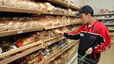 Работа одного из супермаркетов Новосибирска. Архив
