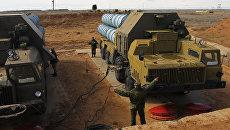 Подготовка к запуску зенитно-ракетной системы С-300. Архив