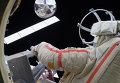 """Космонавт Геннадий Падалка запускает микроспутник """"Сфера"""" во время выхода в открытый космос"""