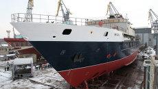 Спуск на воду океанографического судна Янтарь. Архивное фото