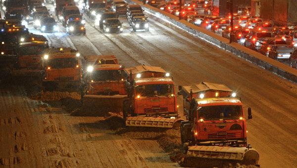 Работа дорожных служб после снегопада