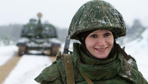 Военнослужащая во время учений. Архивное фото