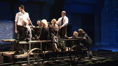 На открытии Гоголь-центра актеры обливались водой и ездили на дрезине