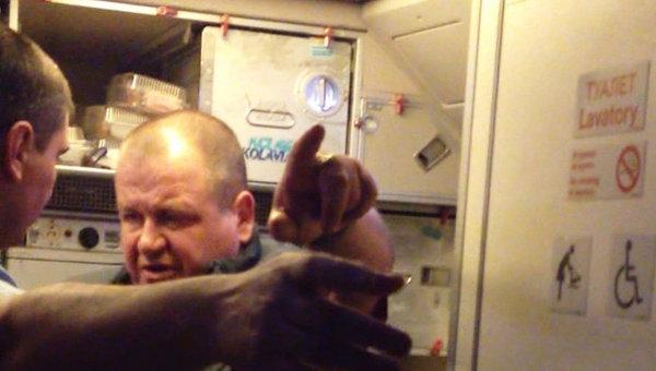 Пассажир рейса Москва-Хургда, устроивший дебош на борту самолета, архивное фото