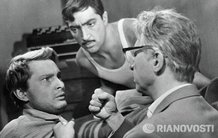 Артисты Олег Ефремов, Виктор Сергачев и Михаил Козаков