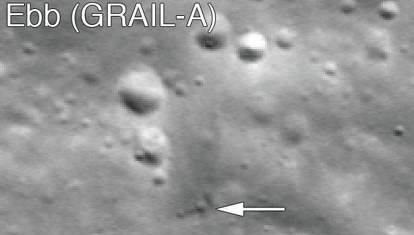 Место падения зонда Эбб (GRAIL A) — указано стрелкой