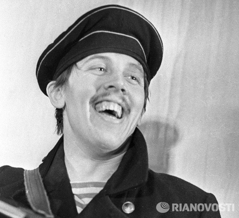 Валерий Золотухин в спектакле Десять дней, которые потрясли мир. Архив