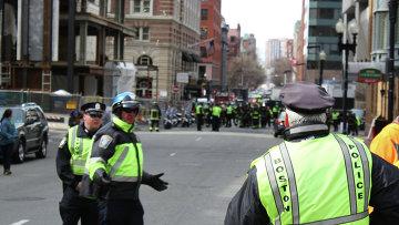 Сотрудники полиции на месте взрыва в Бостоне
