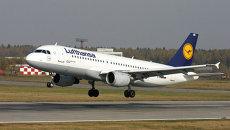 Самолет Lufthansa. Архивное фото