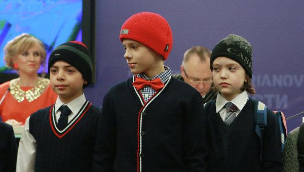 Показ коллекции Вячеслава Зайцева на пресс-конференции Школьная форма: коллекция от Зайцева