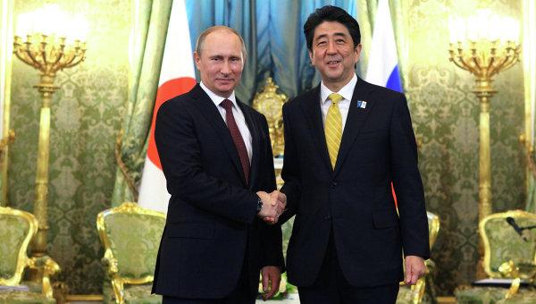 Президент РФ Владимир Путин во время встречи в Кремле с премьер-министром Японии Синдзо Абэ. Архивное фото