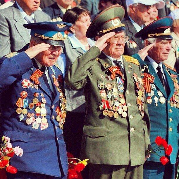 Ветераны во время Парада Победы в Туле
