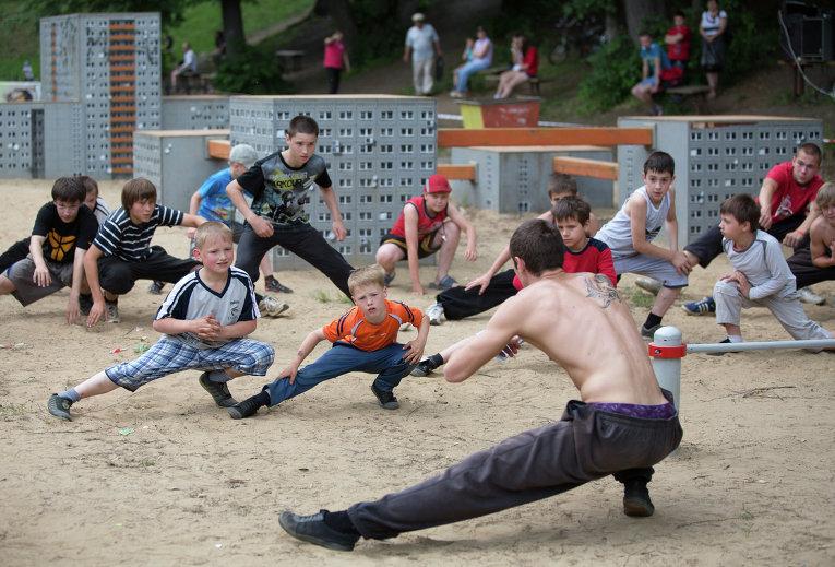 Мастер-класс по паркуру на фестивале новой культуры Арт-Овраг в Выксе