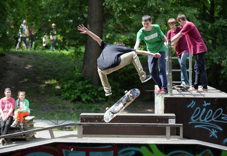 Соревнования по скейтборду на фестивале новой культуры Арт-Овраг в Выксе