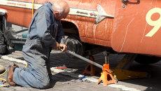 Ford, Bentley и другие участники ретро-ралли встали на ремонт в Новосибирске