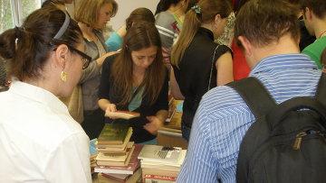 Раздача книг во Владивостоке