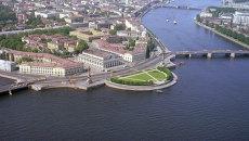 Биржа находится в самом центре Стрелки Васильевского острова