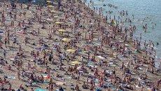 Жара пришла в Новосибирск: горожане на пляжах и в фонтанах