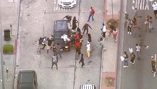 Люди громили машины из-за оправдания застрелившего подростка дружинника в США