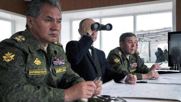 В.Путин наблюдал за военными ученииями на забайкальском полигоне. Архивное фото