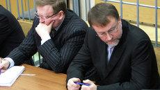 Экс-губернатор Тульской области Вячеслав Дудка (справа) во время заседания по его делу в зале Советского суда города Тулы