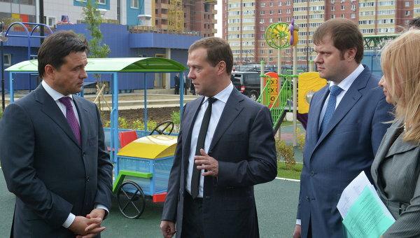 Дмитрий Медведев осмотрел строящийся в Подмосковье детский сад