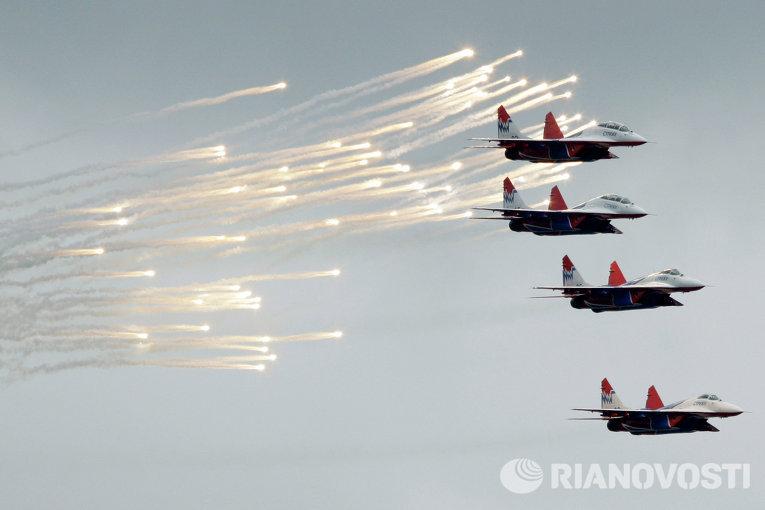 Истребители Миг-29 пилотажной группы Стрижи