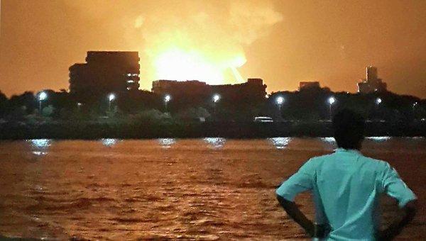 Пожар после взрыва на подлодке Синдуракшак в Мумбаи