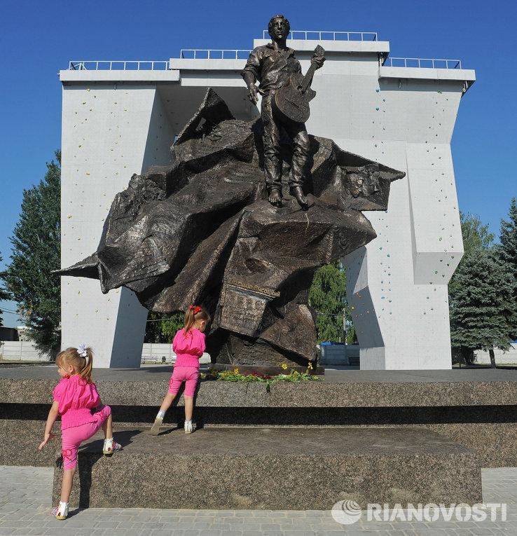 Памятник Владимиру Высоцкому в Харькове