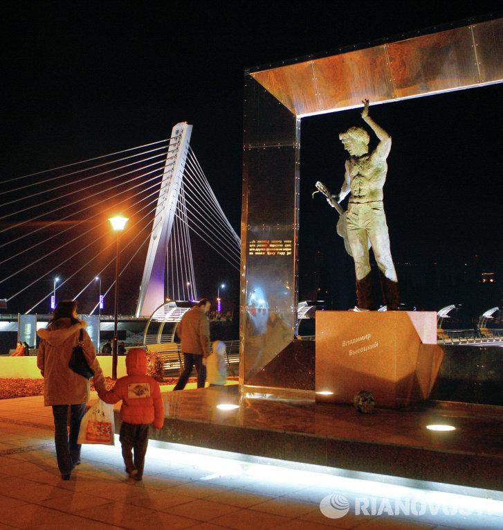 Памятник Владимиру Высоцкому в столице Черногории Подгорице