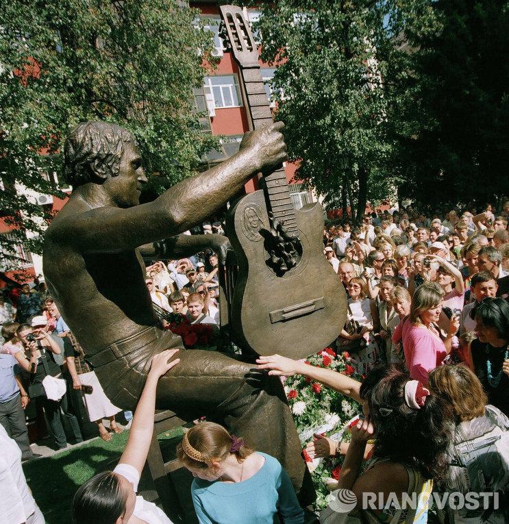 Памятник Владимиру Высоцкому в Воронеже