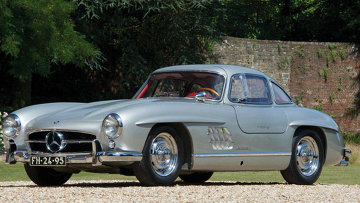 Автомобиль Mercedes 300SL Gullwing 1956 года