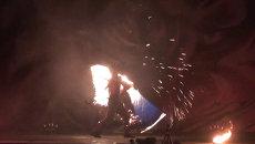 Фаерщики из разных стран подчинили себе огонь на фестивале во Владивостоке