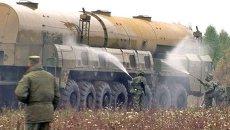 Молодые офицеры РВСН запустили ракету и устроили душ Тополю
