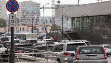 Дорожный знак Парковка запрещена на улице Светланской во Владивостоке