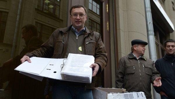 Ученые передали в приемную президента РФ 120 тыс подписей под обращением о реформе РАН. Фото с места события