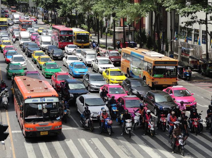 Поїздки по Бангкоку: по небу, суші і воді