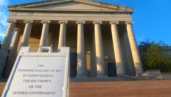 Закрытая Национальная галерея искусства в Вашингтоне, фото с места событий