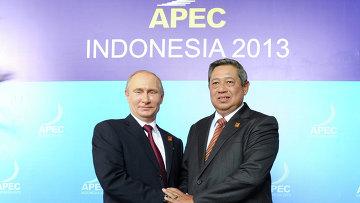 Владимир Путин и Сусило Бамбанг принимают участие во встрече лидеров АТЭС. Фото с места события