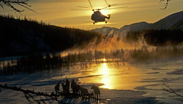 Вертолет над тундрой