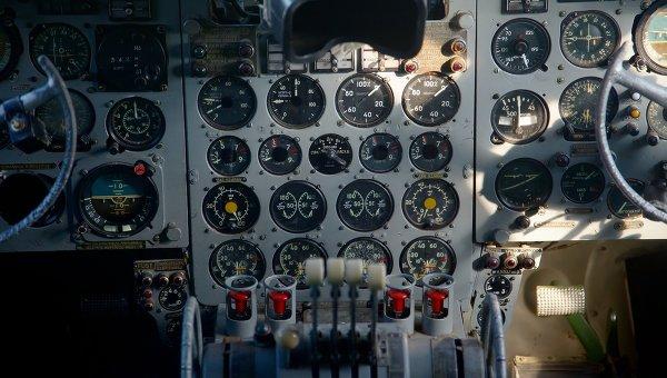 Приборная панель самолета, архивное фото